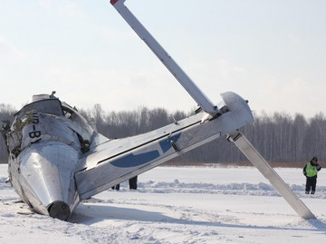В России разбился самолет, 31 человек погиб, 12 выжило