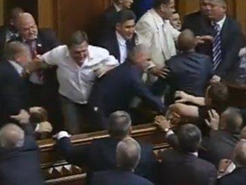 Языковая проблема: Верховная Рада не работает, депутаты дерутся(+видео)