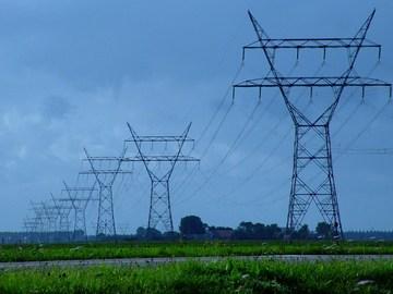 Облэнерго снимает провода провайдеров - одесситы остаются без интернета