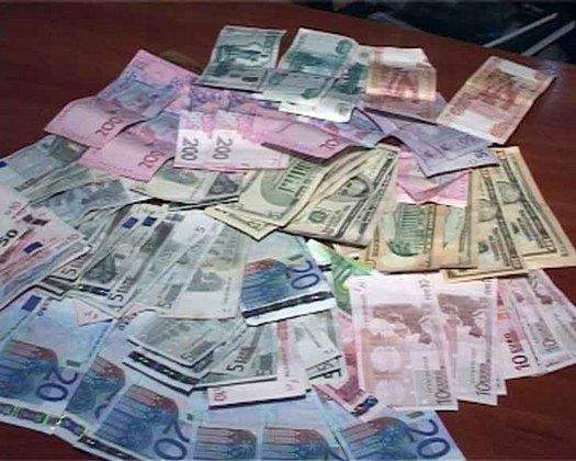 Деньги грабителей, фото ГУ МВС Украины в Одесской области