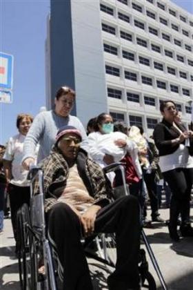 Эвакуация пациентов из больниц во время землетрясения в Мексике @reuters