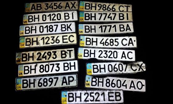 Фото найденных автомобильных номеров во время ливня. @VK