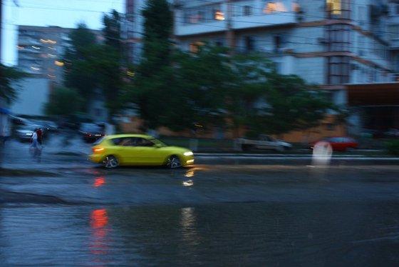 Наводнение в Одессе. Потоп стал причиной смерти и множества аварий