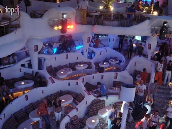 В ночном клубе Ибица