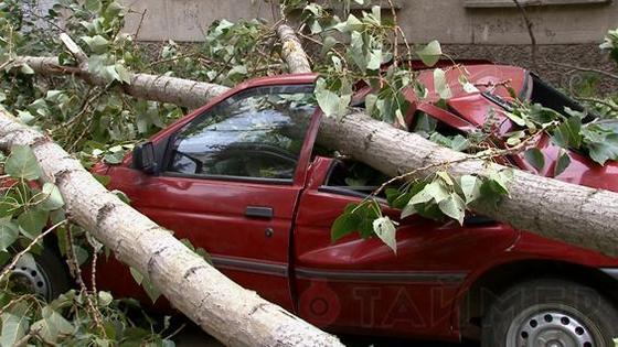 Красный Форд ремонту не подлежит