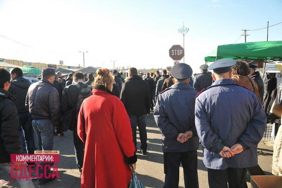На миттинге присутсвует более десятка представителей правоохранительных органов