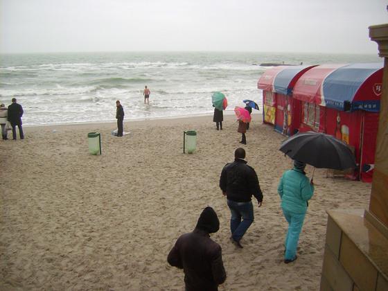 Одесситы встретили Крещение купанием в море