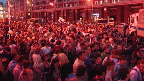 Митинга в поддержку Алексея Навального собрали несколько тысяч людей