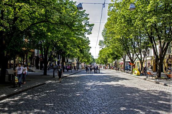 В день без автомобиля можно, например, прогуляться по Дерибасовской