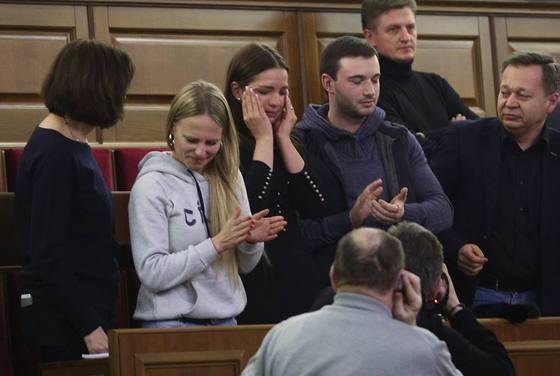 Дочь Юлии Тимошенко - Евгения Тимошенко во время голосования за декриминализацию статьи (по которой Юлия Тимошенко фактически получает свободу)
