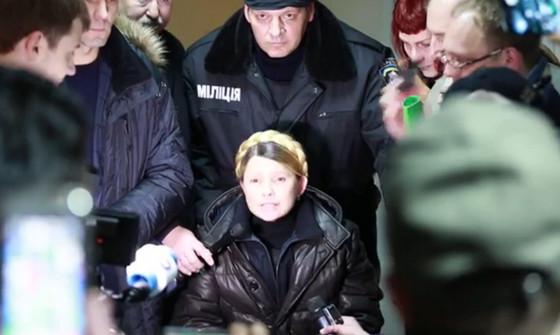 Тимошенко вылетела из тюрьмы и прилетела на майдан